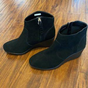 Crocs suede boots black
